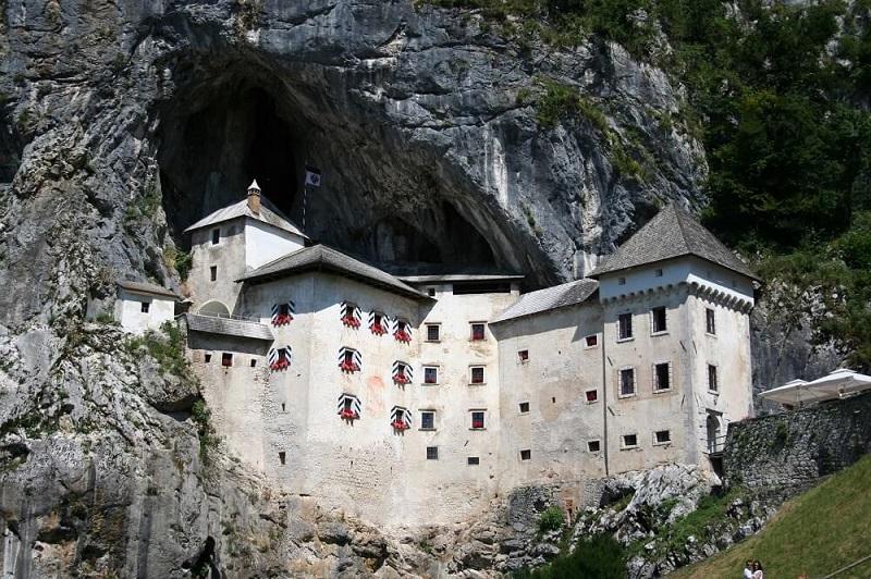 Bjizondere kastelen in Europa Predjama