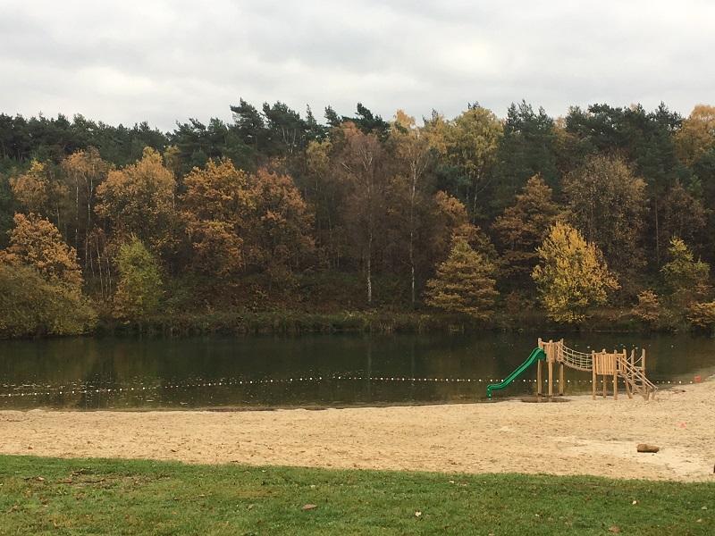 Strandbad met speeltoestel Droompark Maasduinen