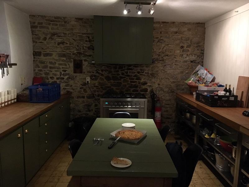 Keuken met Limburgse vlaai