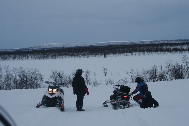 Excursies in Zweeds Lapland sneeuwscooters 2